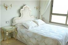 מיטה זוגית אלגנטית - Treemium - חלומות בעץ מלא