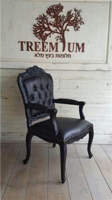כורסא שחורה מרשימה - Treemium - חלומות בעץ מלא