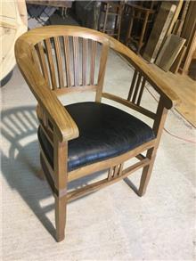 כסא עץ מלא מרופד - Treemium - חלומות בעץ מלא
