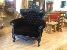 כורסא שחורה לסלון - Treemium - חלומות בעץ מלא