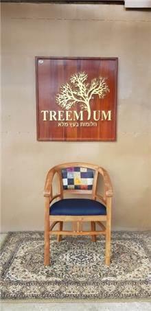 כיסא מעץ מלא מרופד
