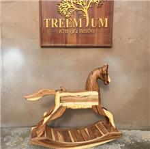 סוס נדנדה - Treemium - חלומות בעץ מלא