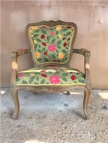 כורסא בגימור רוסטיק מיושן - Treemium - חלומות בעץ מלא