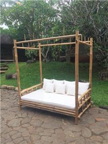 מיטת אפיריון במבוק - Treemium - חלומות בעץ מלא